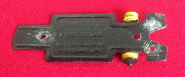 Dinky Toys 170  - Original - Ford Sedan Baseplate